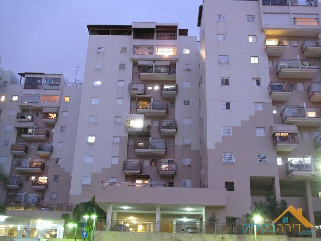 הגדול דירה למכירה: דירה למכירה ביהוד-מונוסון RO-86